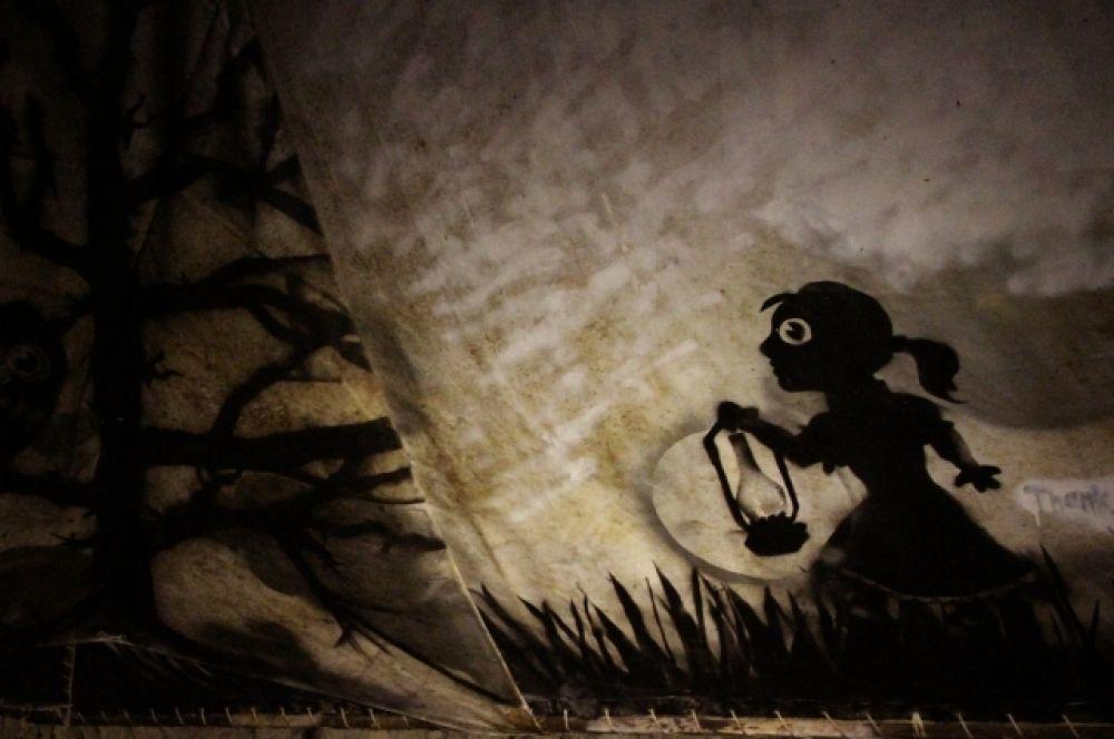 В подземелье можно найти много странных надписей и жутких рисунков.
