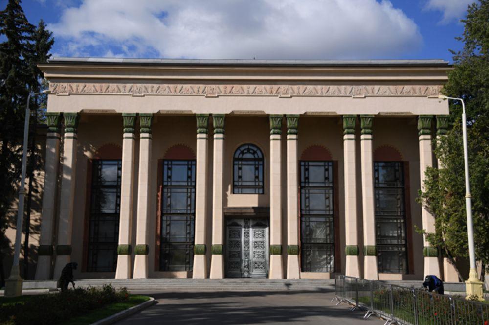 """Павильон №5 «Физика» (до 1964 года """"Латвийская ССР"""")."""
