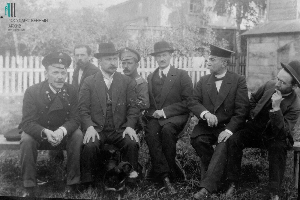 Группа военных врачей эвакогоспиталя в Перми, 3 сентября 1916 год.