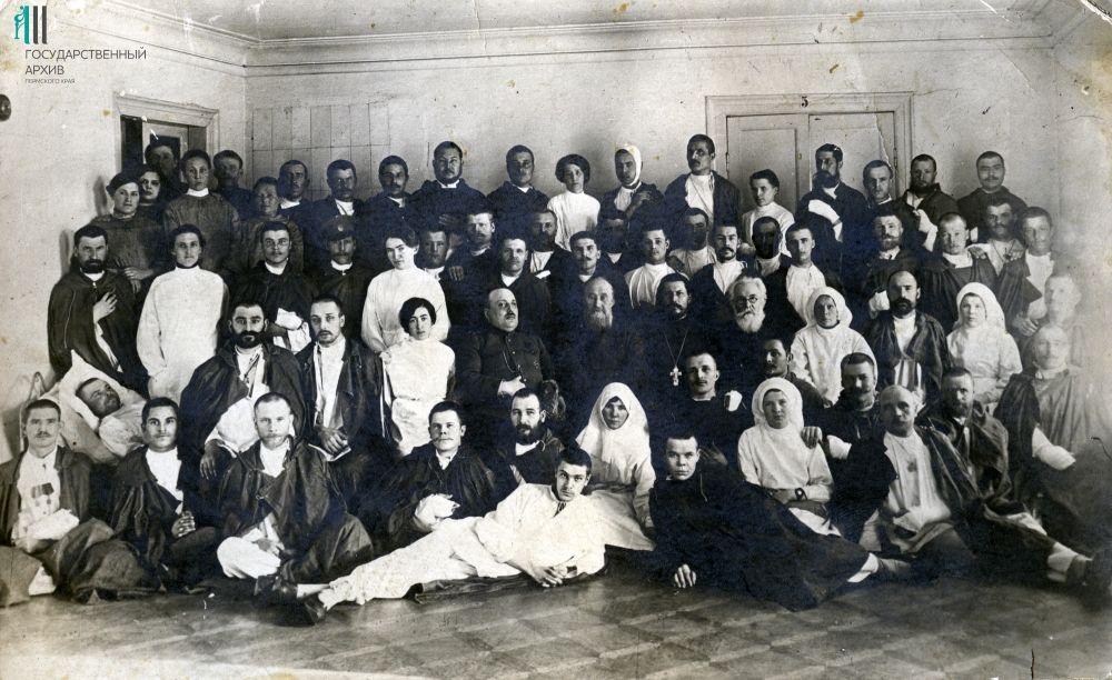 Раненые на фронтах Первой мировой войны на лечении в госпитале Кунгура, 1915 год.