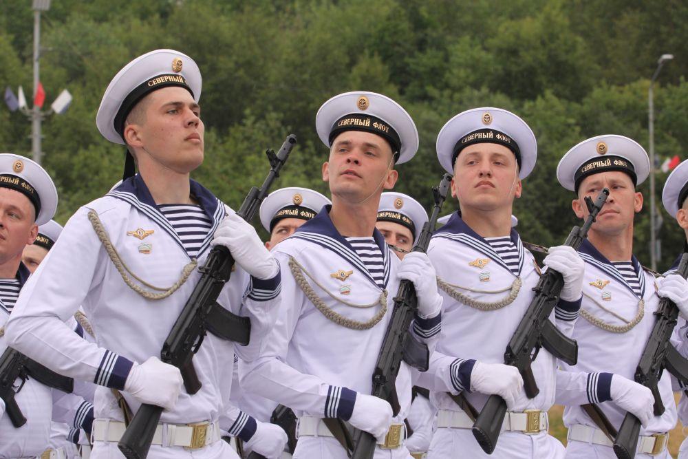 День Военно-морского флота удивил жителей флотской столицы по-настоящему арктической погодой.