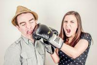 Состояние агрессии поможет снять прерывание диалога хотя бы на пять минут.