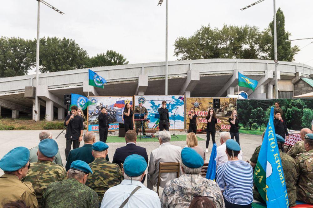 Утром в пятницу, 2 августа, в Ростове-на-Дону отметили 89 годовщину со Дня образования Воздушно-десантных войск.