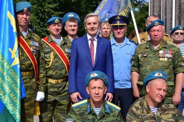 В Тюмени площади Памяти состоялось торжественное построение десантников