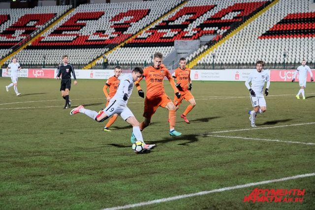 В прошлом чемпионате Александр Субботин (№9) забил 12 мячей в составе «Звезды», став лучшим бомбардиром группы «Урал - Приволжье».