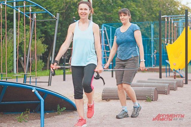В скандинавской ходьбе важно научиться правильно ходить.