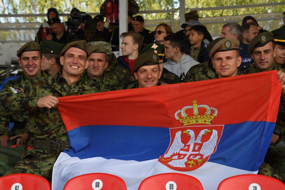 Военнослужащие команды армии Сербии во время соревнований.