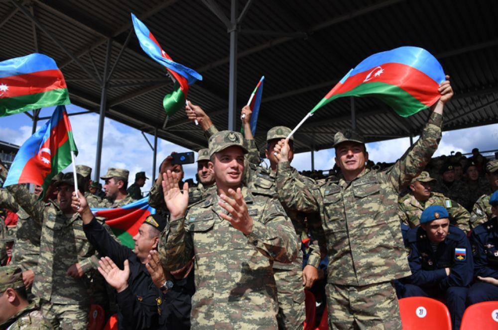 Военнослужащие команды армии Азербайджана.