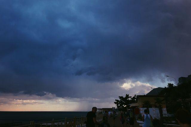 В Новосибирской области объявлено штормовое предупреждение.