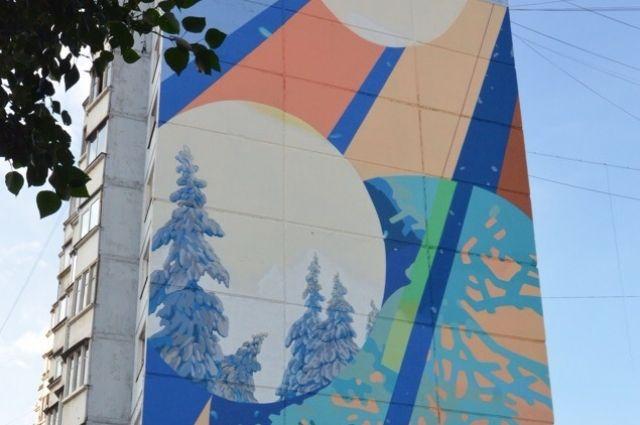 В прошлом году граффити-художники разрисовали фасад 10-этажки.