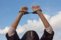 Общая сумма похищенных аксессуаров составила 3500 рублей.
