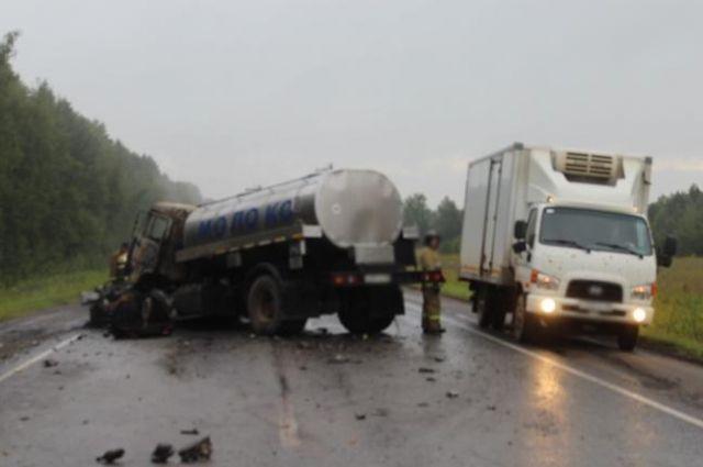 В сети появилось видео страшной аварии с молоковозом в Удмуртии