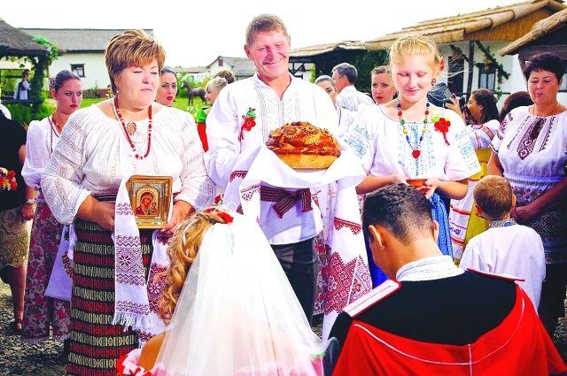 Казачья свадебная традиция с караваем сохраняется на Кубани и сегодня.