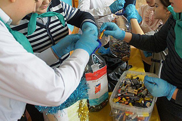 Собирать батарейки приучали в школах и на предприятиях Калуги.