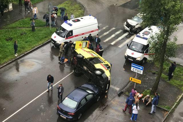 В аварии пострадали медики.