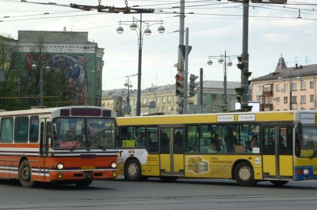 Автобус №13 (площадь Дружбы – микрорайон Нагорный) в направлении Комсомольской площади будут следовать по улицам Пушкина, Сибирской, через площадь Карла Маркса, улицу Чернышевского, далее по маршруту