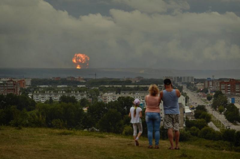 Взрывы прогремели в районе 17:00.