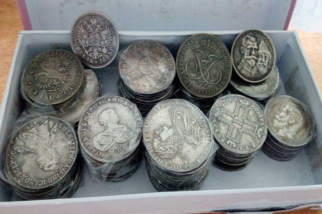 Коробку с монетами отправили на уничтожение.