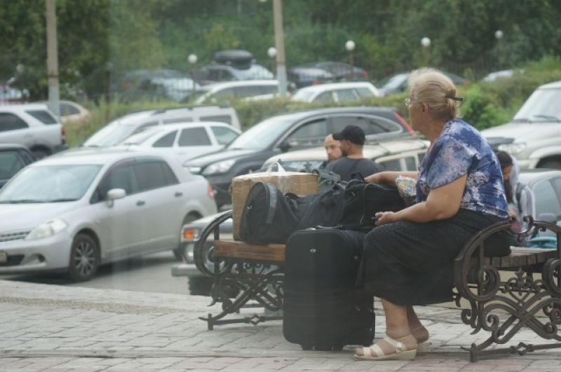 Люди буквально сидели на сумках.