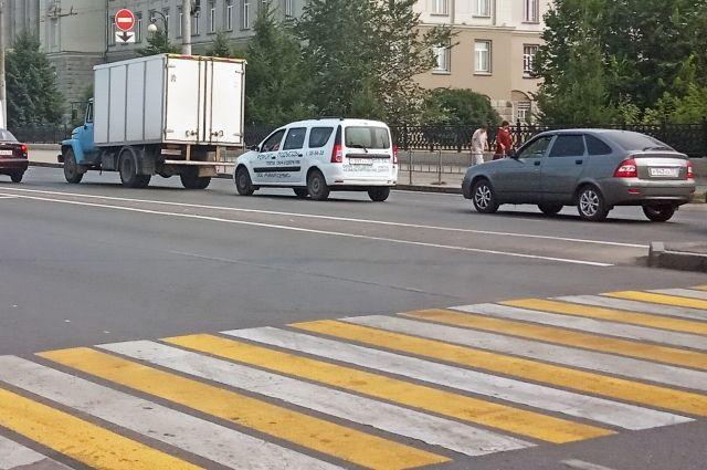 Ребенок переходил дорогу в зоне видимости пешеходного перехода.