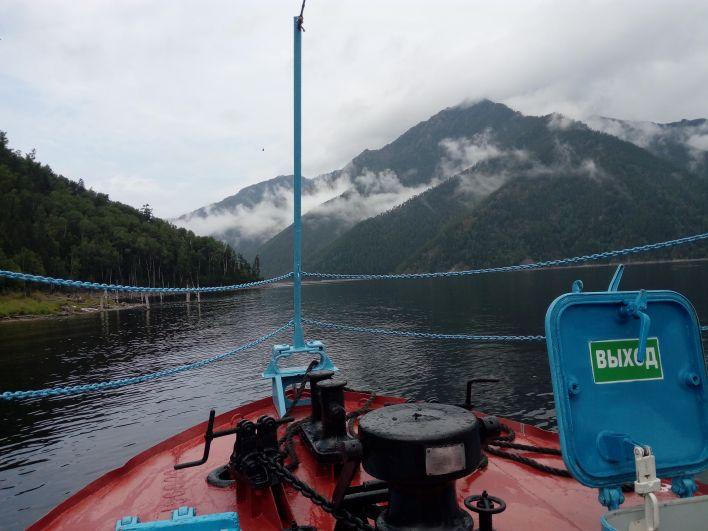 С катера участники экскурсии любовались красотами водохранилища.
