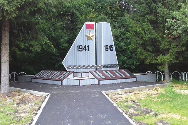 В этом году провели ремонт в Куровщине, приурочив это к предстоящему празднованию 75-летия Победы.