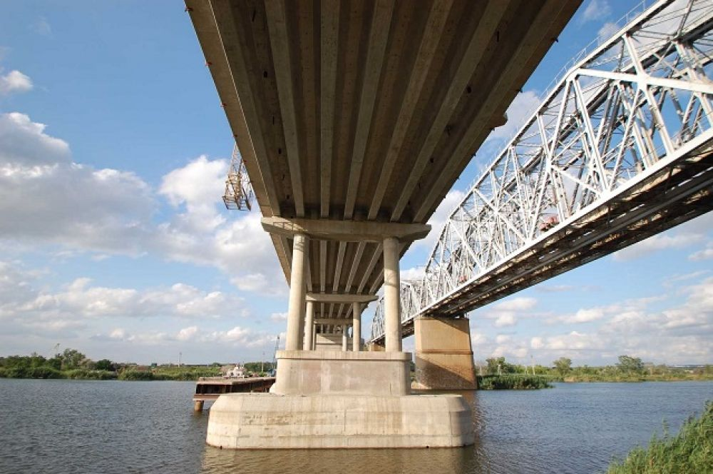 Открытия нового мостового перехода с нетерпением ждут местные жители – он станет связующей нитью между Каменским районом и микрорайоном Заводской города Каменска-Шахтинского.