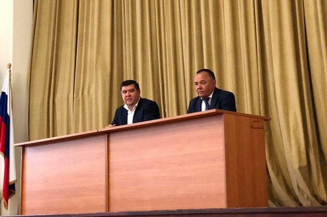 Слева - и.о. вице-премьера правительства Башкирии Борис Беляев, справа - и.о. министра экологии и природопользования Урал Искандаров