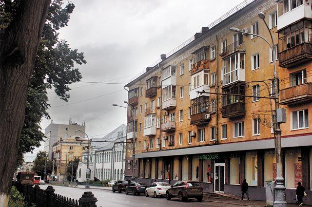 Многие жильцы домов, расположенных на Комсомольском проспекте, не знали, что улицу признали объектом культурного наследия.