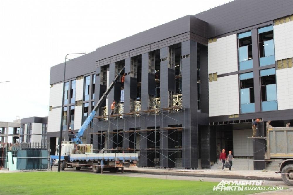 В самом училище тем временем завершаются строительные работы.