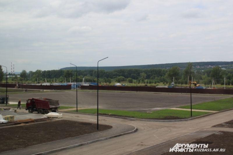 Также к 1 сентября будет сдан плац для построения.