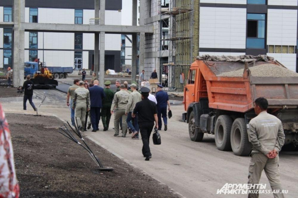Ход строительных работ проверили губернатор Кузбасса и замминистра обороны РФ.