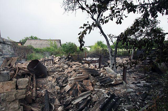 Разрушения в результате обстрела украинскими силовиками в городе Горловке Донецкой области Украины.