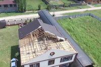 Ветер срывал кровлю и ломал балки в Урус-Мартановском и Ачхой-Мартановском районах Чечни.