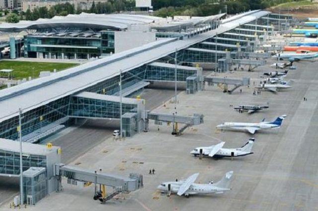 Самолет рейса Львов-Анталия совершил аварийную посадку в Одессе