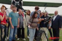 Съёмочная группа соблюла все «киношные» традиции, в том числе перед началом съемок разбила тарелку с названием фильма.