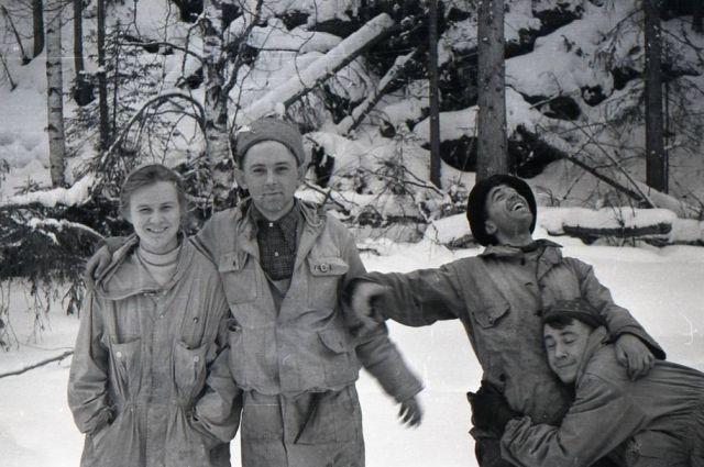 Семён Золотарёв часто дурачился (второй справа), но, возможно, был не тем человеком, каким хотел казаться.