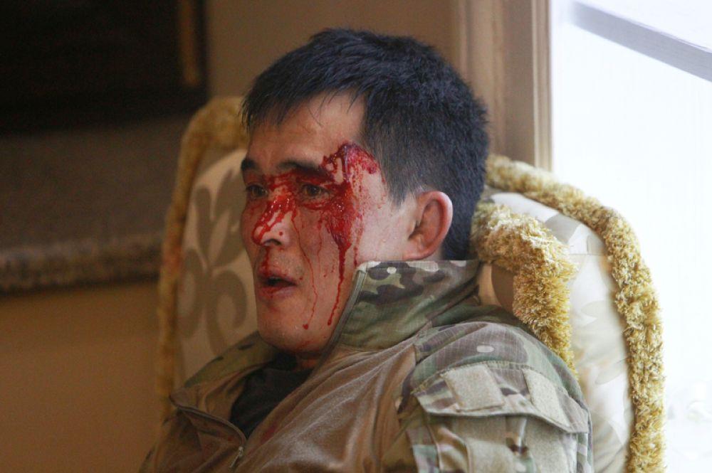 Пострадавший боец спецназа в результате спецоперации по задержанию экс-президента Киргизии Алмазбека Атамбаева.