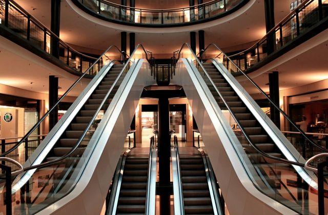 Здание торгового центра было реконструировано из ангара.