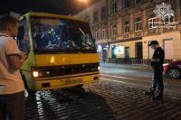 Во Львове пьяный водитель управлял переполненной маршруткой