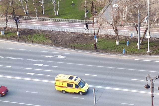 Тюменцы редко не пропускают карету скорой помощи