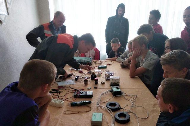 Энергетики провели мастер-класс для воспитанников Абдулинского детдома.