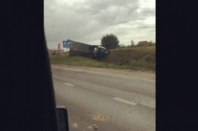 В результате ДТП на трассе Тюмень - Ханты-Мансийск погиб водитель КамАЗа