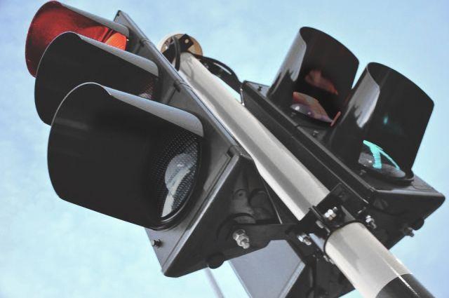 На аварийном перекрестке в Ноябрьске появился светофорный объект