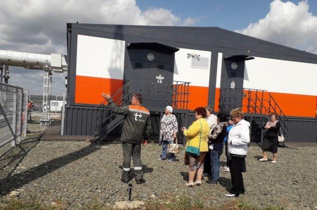 Пожилые люди и инвалиды из Новосергиевки и Сорочинска посетили солнечные электростанции.