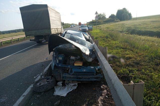 Выезд на «встречку»: в Оренбуржье в ДТП с грузовиком погиб водитель «ВАЗа»