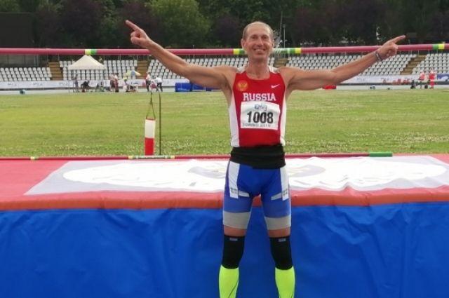 Личный рекорд Урдаева, мастера спорта, бывшего члена сборной Российской Федерации – 2 метра 10 см.