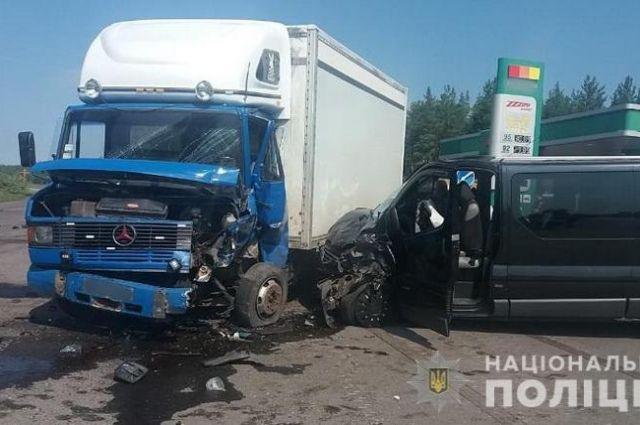 Пассажирский микроавтобус Станица Луганская – Северодонецк попал в ДТП