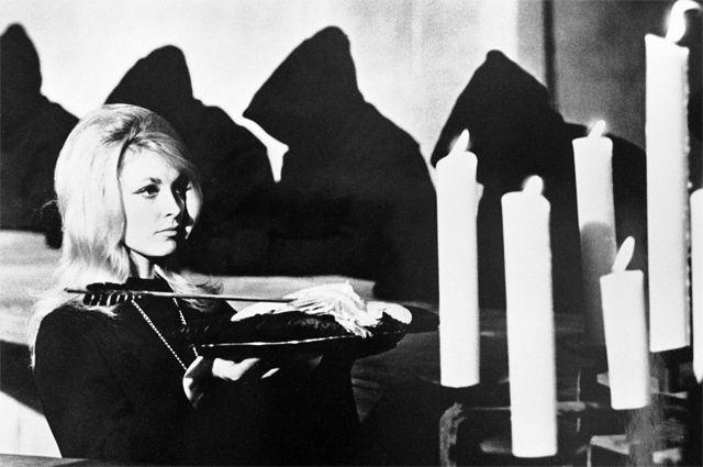 Шэрон Тейт в фильме 1966 года «Глаз дьявола».