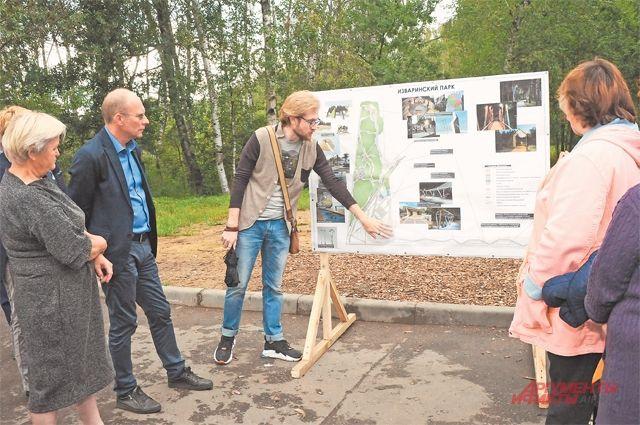Жители обсуждают проект работ по благоустройству.